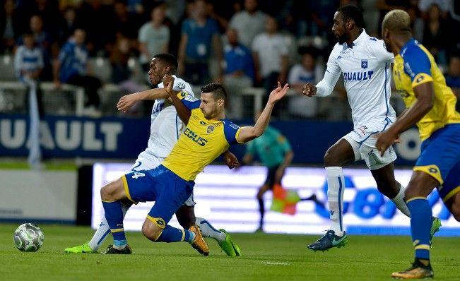 🦁FC Sochaux-Montbéliard🇫🇷  🦁FC SOCHAUX GREEK FANS🇬🇷 AJ Auxerre-FC Sochaux-Montbéliard⚽️ #MATCH ⚽️🦁 ⚽️ Les Sochaliens voulaient se relever sur la pelouse de l'AJ Auxerre. Ils ont finalement dû concéder leur quatrième défaite de rang en Domino's Ligue 2. Après une première mi-temps maîtrisée, le FC Sochaux-Montbéliard a finalement craqué à la 68e minute sur une frappe déviée, puis en fin de rencontre. http://www.fcsochaux.fr/fr/index.php/article/1041
