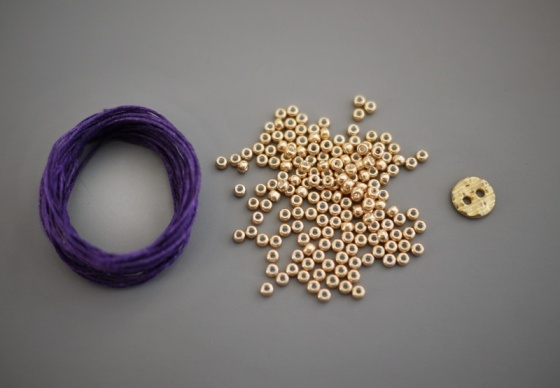 How to make a beaded bracelet yourself.