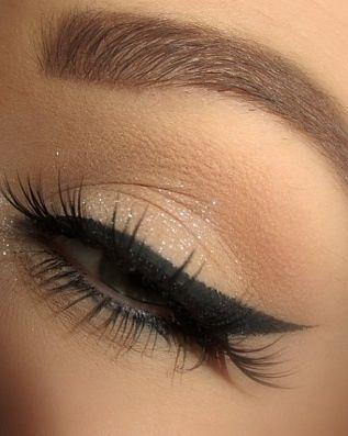 Nude glitter eye shadow & black eyeliner