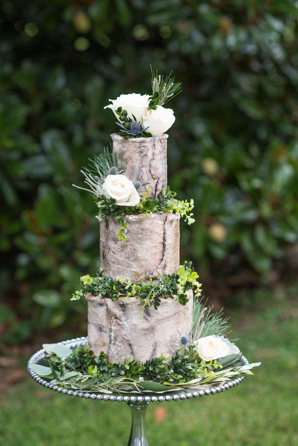 Rustic wedding cake    #wedding #weddingideas #aislesociety #winterwedding #rusticwedding