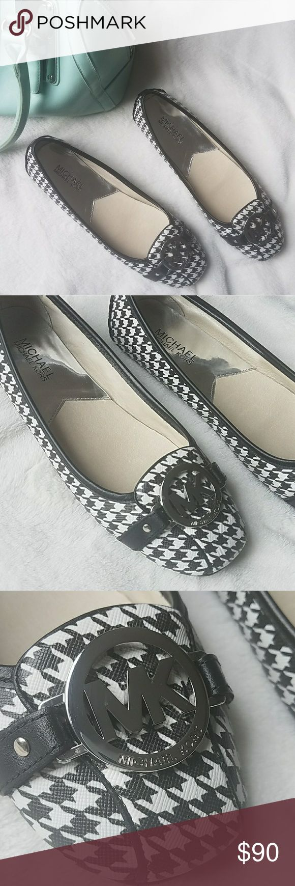 NWOT Michael Kors Fulton Moccasins Beautiful never before worn black and white Michael Kors flats  🔹Size 7.5  🔹Comes with original box 🚫Smoke free home Michael Kors Shoes Flats & Loafers