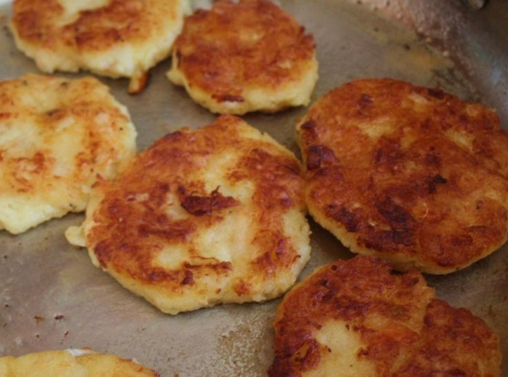 I was born in Newfoundland and although I left there over 25 years ago I still long for the salt sea air and some of my best memories are my mom's fish cakes. They are so delicious!!!Made these today for the weekend!Freezes well.* my pic