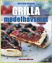 Grilla medelhavsmat innehåller ett hundratal recept som kombinerar det bästa hos de franska, italienska, spanska, grekiska och marockanska köken. Här presenteras läckra rätter av kött, fisk, fågel och grönsaker.