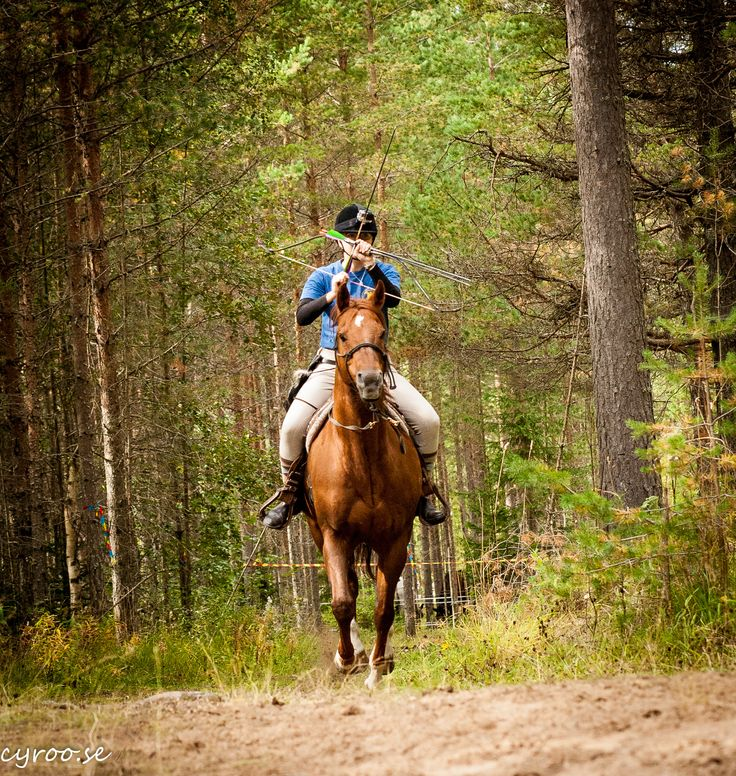 Barco and Sabrina Prichard, Vallbys Mounted Arhcers at Höstjakten, Swedish hunt track in horseback archery, Rättvik September 2015. Fourth place! Photo: cyroo.se
