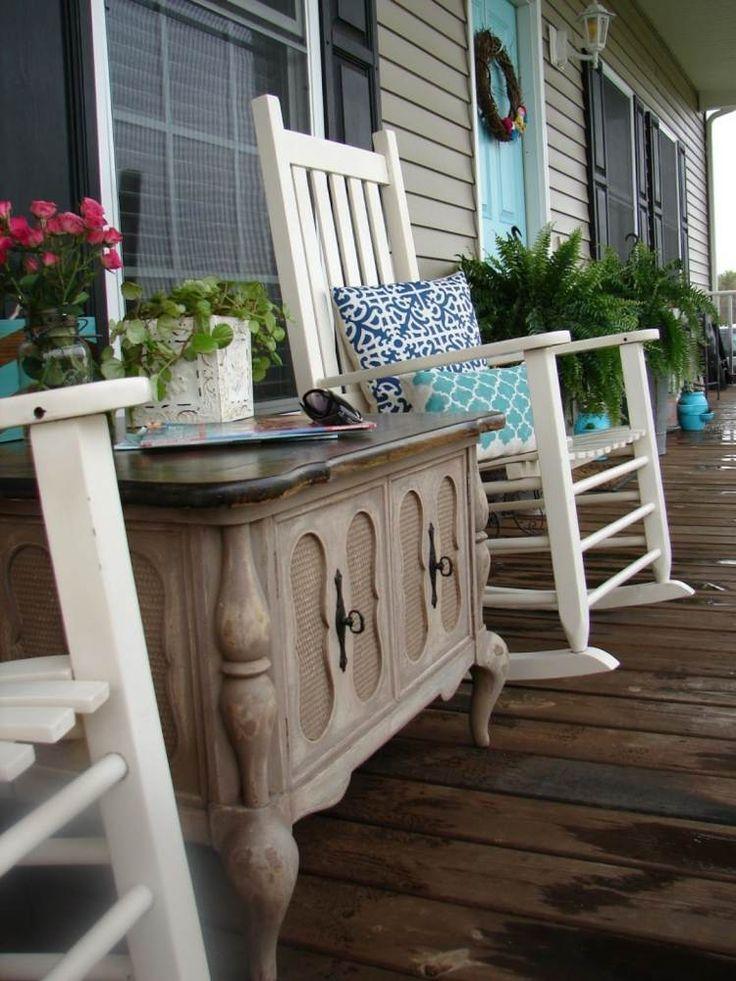 Holz Schaukelstuhl Auf Der Veranda Für Entspannende Stunden