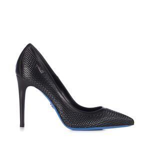 Moda primavera estate 2016: le 10 scarpe a punta nere da avere nella scarpiera