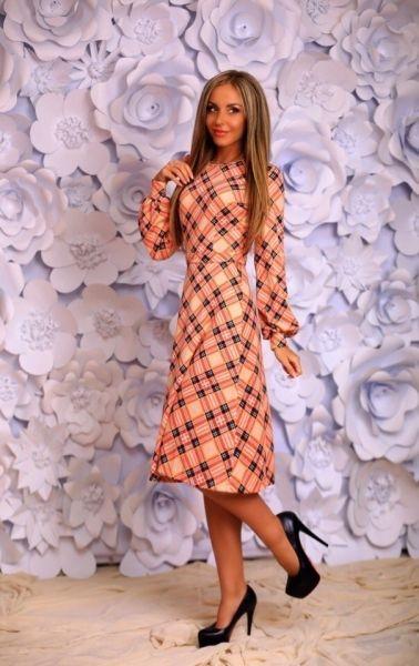 Очаровательное женское платье с длинным рукавом в клетку пудровое