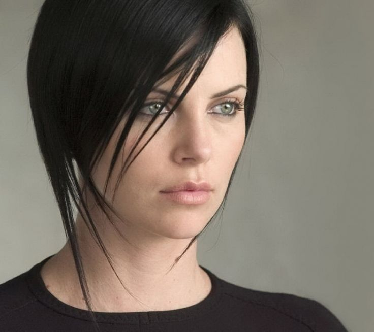 Aeon Flux charlize theron hairstyle. | Medium short hair ...