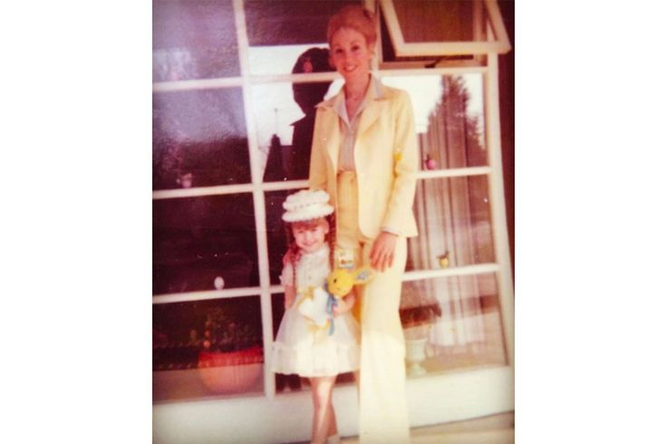 Matchy-Matchy! Kelly Ripa Shares Adorable Flashback Easter Photo with Her 'Super Chic Mom'