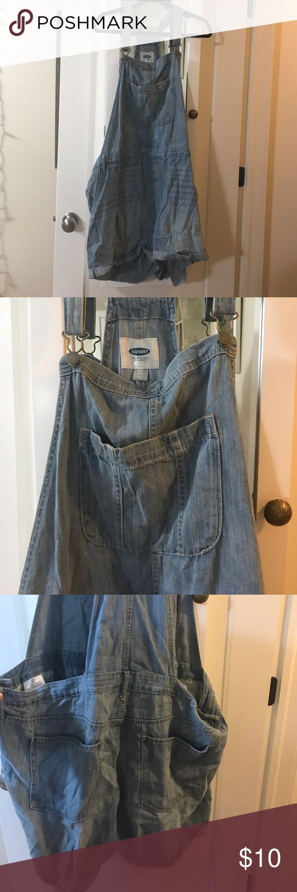 Short Overalls The overalls have a lightwash denim look, but a softer feel. Made of 100% cotton and are very comfy, cute and easy to style!   Worn 2-3 times. Old Navy Jeans Overalls