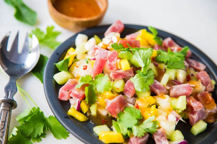 Een zomerse salade door de frisse ingrediënten die in deze salade zitten. Makkelijk te maken en heerlijk met de verse tonijn!