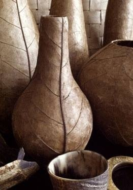 Vaso de folha de tabaco feito por artesãos em Jacmel, Haiti