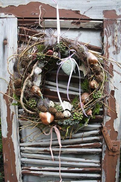 Wild gebundener Frühlingskranz, der macht Freude.. von Frijda im Garten - Aus einer Idee wurde Leidenschaft auf DaWanda.com