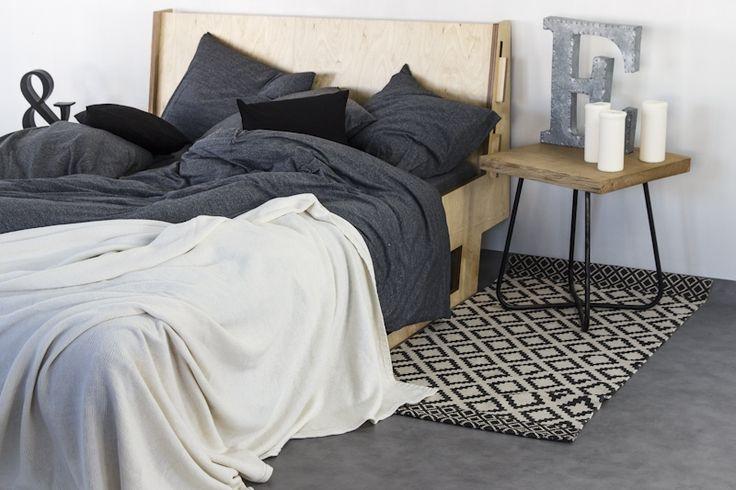 Narzuty i poduszki Nocne Dobra wykonane są z polskich dzianin najlepszej jakości tak, aby były przyjemne w dotyku, miękkie, delikatne i oddychające. Wygodne jak Twój ulubiony tshirt.Narzuta idealnie sprawdzi się jako nakrycie łóżka jak i przykrycie w cieplejsze noce.