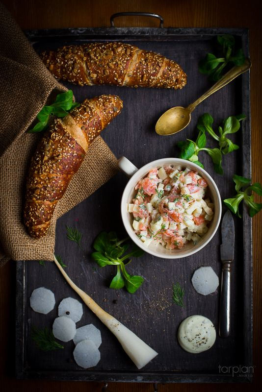 Croissant with salmon and pear salad - http://www.tarplan.ee/RETSEPTIBLOGI/news_id/151/
