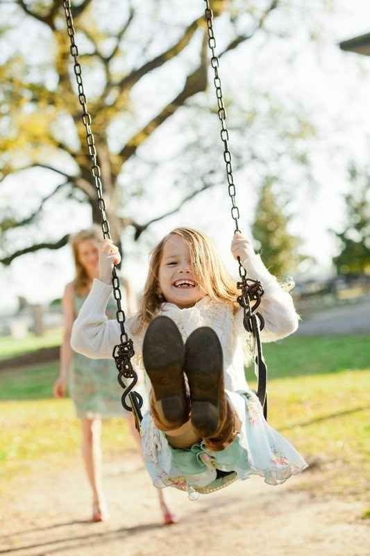 Or spend an afternoon on the swing. | 31 Impossibly Sweet Mother-Daughter Photo Ideas