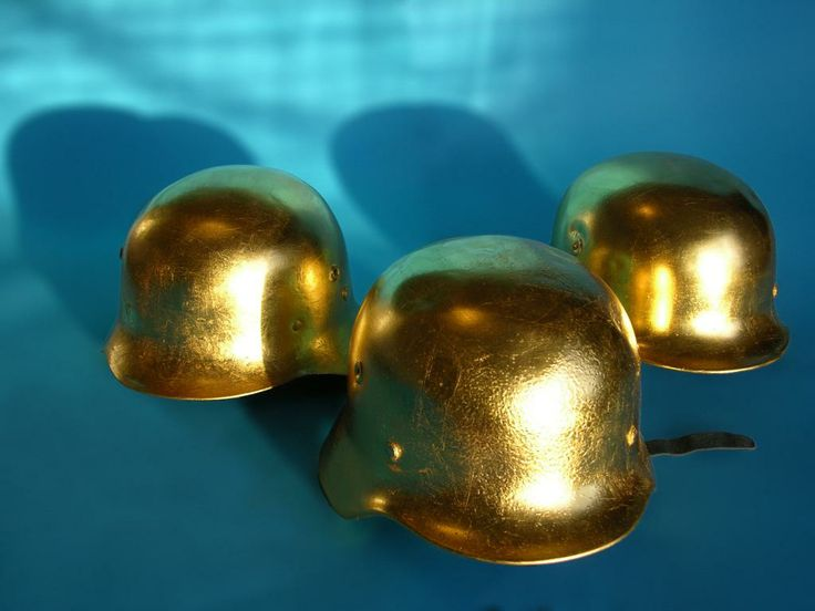 Tre Kronor. Gold plated objects
