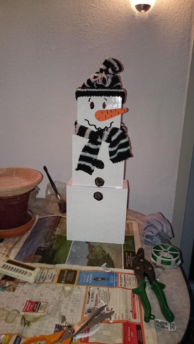 Snemand lavet af 3 trææsker