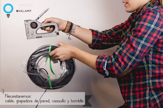 1. Necesitamos: cable, grapadora de pared, casquillo y bombilla
