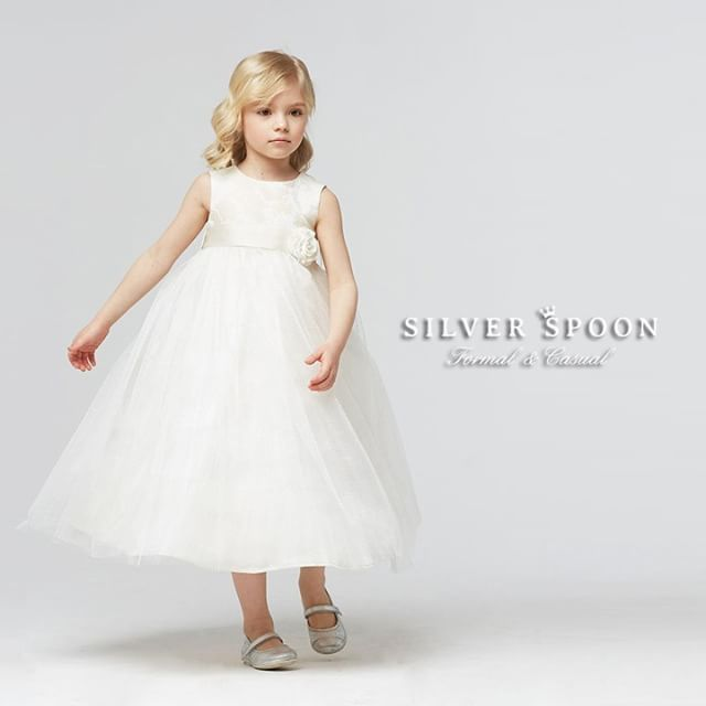 Чудесное воздушное платье из новой коллекции #SilverSpoonCeremony 😍  Коллекция уже поступает в продажу!  #silverspoon  #одеждадлядетей #красивыеплатья #наособыйслучай #длядевочки #длядочки #принцесса #платья #вечерняямода_дети #дети #инстадети #инстамама #instamama #instadeti