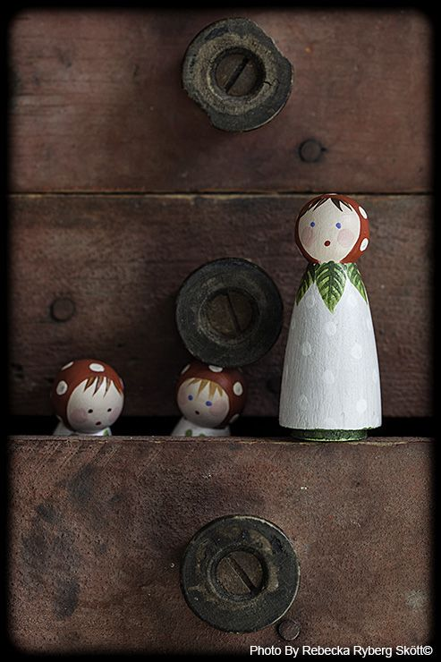 """""""Playing hide and seek"""" Lovely wooden girls made by Jone Hallmark. From Vintage Fairy Tales"""