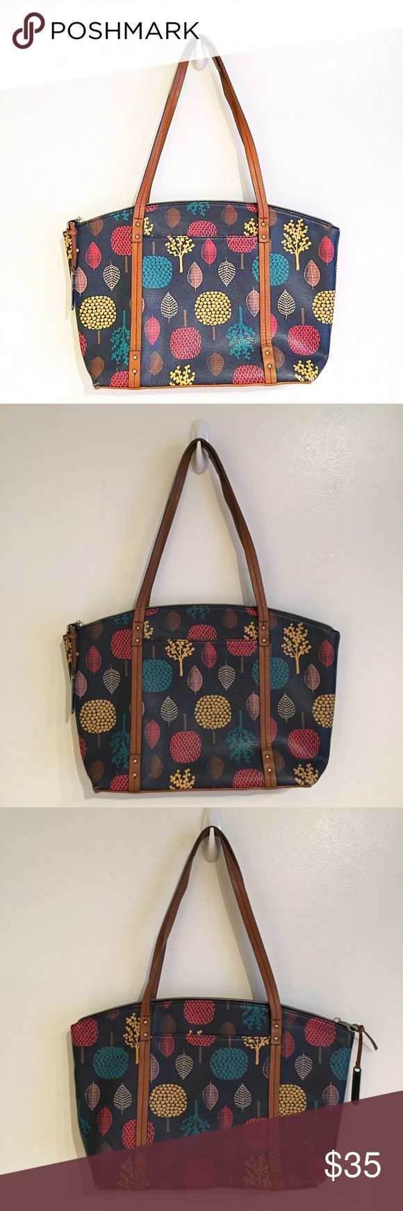 """Relic Leaf & Tree Print Tote Purse Relic by Fossil. Tree and leaf print purse. Zips closed. Front and back slip pockets. Two slip pockets and a zippered pocket inside. Measures 12"""" Wide at the base, 15"""" at the widest, and 10"""" tall. Very minor wear on the corners. #relic #leaf #tree #print #nature #purse #tote #pockets #neutral #zips #punkydoodle  No modeling Smoke free home I do discount bundles Relic Bags Shoulder Bags"""