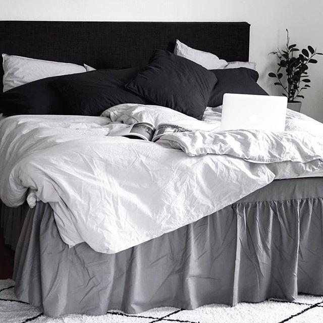 Älskar min sängkappa, mina lakan och min sänggavel.