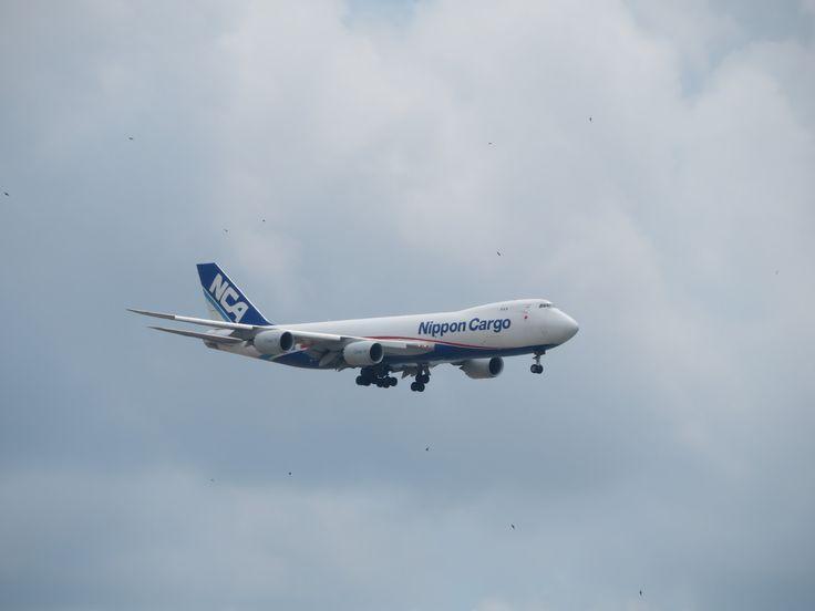 https://flic.kr/p/YNDnrR | ja12kz | type: cargo plane Airlines: nippon cargo airlines manufacturer: boeing Boeing 747 747-8 747-8F 747-8KZF(SCD) 74N 4x genx-2b67 MSN: 36137 line: 1422 first flight: 14 mar 2010 production site: everett (PAE) Delivery date: 14 mar 2010 first operator: boeing ( mar 2010- jan 2013) delivery to nippon cargo airlines; 10 jan 2013 flight: KZ627 from tokyo narita (NRT)