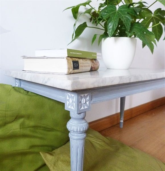 L'atelier de Papillon - Customization of a side table with chalk paint.
