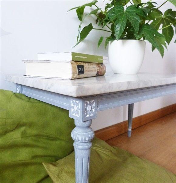 L'atelier de Papillon - Customization of a side table with chalk paint.
