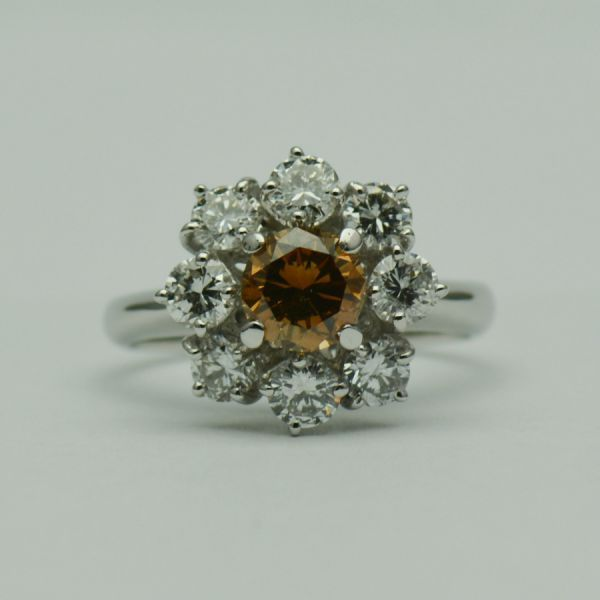 Inel cu diamante albe si coniac