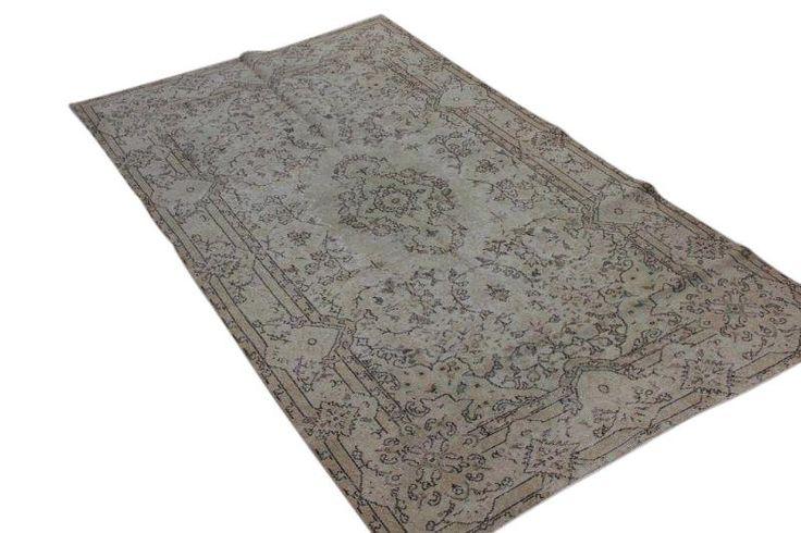 zandkleurig vintage vloerkleed 248cm x 144cm  (nr 4476) Dit kleed ligt bij Silo 6 in Harderwijk, u kunt het online bij ons bestellen