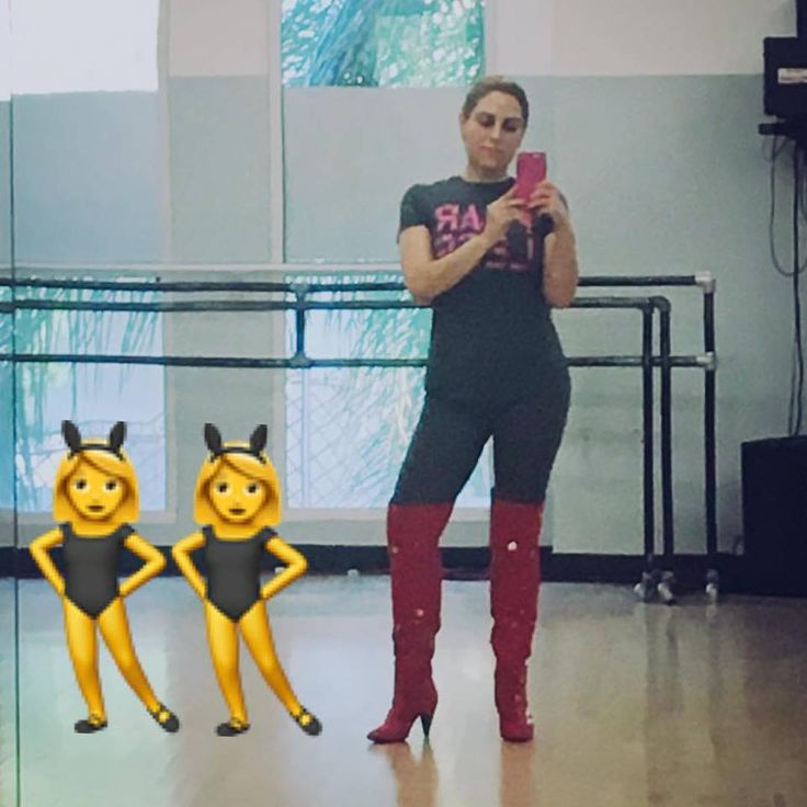 #sundayvibes Me and my backup dancers striking a pose while rehearsing 😂😂 ❤#sundayfunday #LaVerduga #latinasbelike #latina #urbanlatino #urbanpop #reggaeton #recordingartist #performingartist #singersongwriter #cantautora #musica #bachata #salsa #merengue #fragmentmuzik #cumbia #makingthingshappen #dalemambo