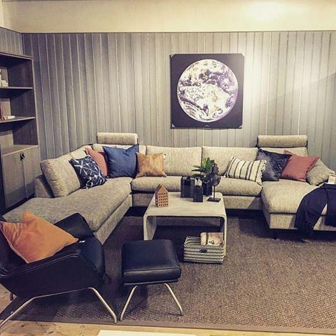 Frisco sofa og Moro stol ifra Theca. Bilde tatt av @frk_theca_norge #bohus #bohusgol #bohusmobelhusetgol #mittbohushjem #theca #friscosofa #morostol #danskdesign #interior #interiør