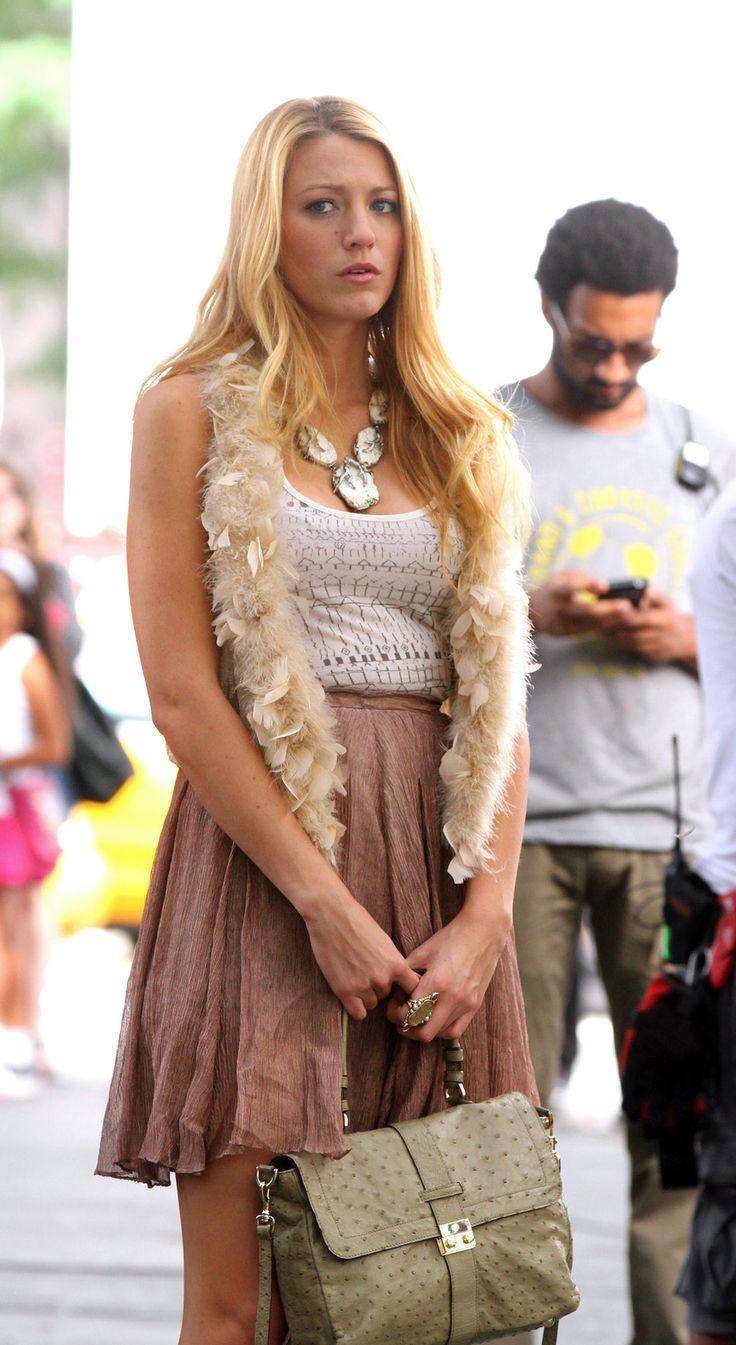 blake lively gossip girl fashion | Blake Lively, Gossip Girl, collier veste fourrure blanche débardeur ...