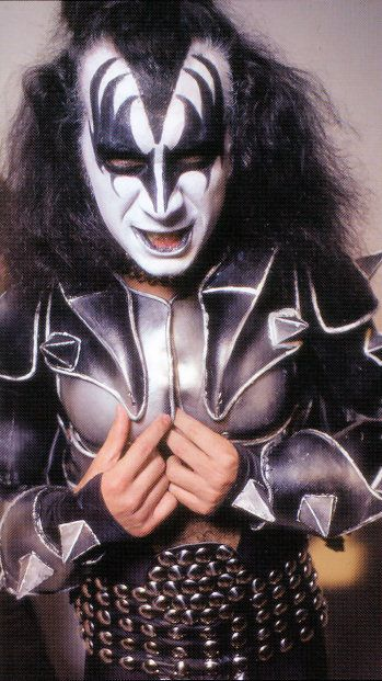 Gene Simmons 1976 | Gene during the 'Great Expectations' overdub sessions in New York City ...