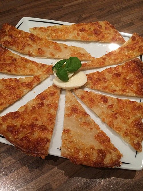 Albertos dünnes Pizzabrot, ein schmackhaftes Rezept aus der Kategorie Backen. Bewertungen: 359. Durchschnitt: Ø 4,1.
