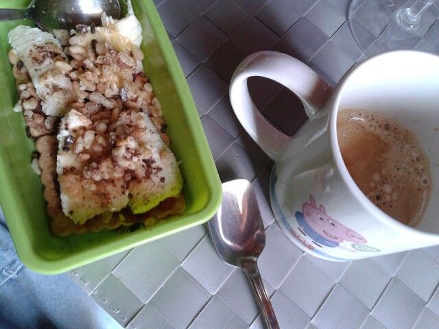 A cup of coffee and #coffee#cup #milk#lait #latte#cereals Homemade crumble!  ¡: #banana#redfruits#cacao#whiskey#cream #idea #mummysday festa della mamma #2014#mousse #biscuits#coffee tot.100kj  #mybreakfast #sunday…