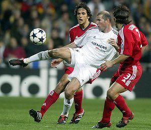 Real v Bayern: Real Madrid's Zinedine Zidane controls the ball
