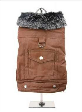 Soft feel tan leather coat with black fur collar. The fur collar and fibre lining will keep you pup snug and warm. Front fastening is three poppers which makes it very easy to take on and off and the back features a D-Ring and a snap shut pocket.