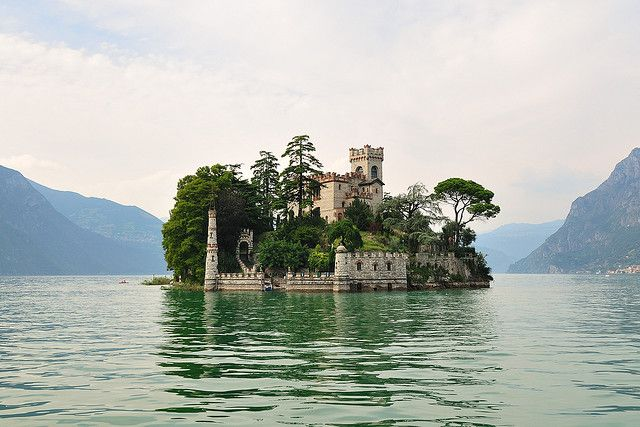 Isola di Loreto, Italy / photo by Teone