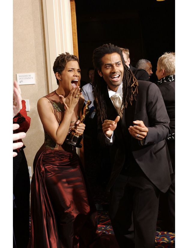 74ème cérémonie des Academy Awards, 2002 - #HalleBerry #ÀL'ombreDeLaHaine #EricBenet #DenzelWashington #TrainingDay