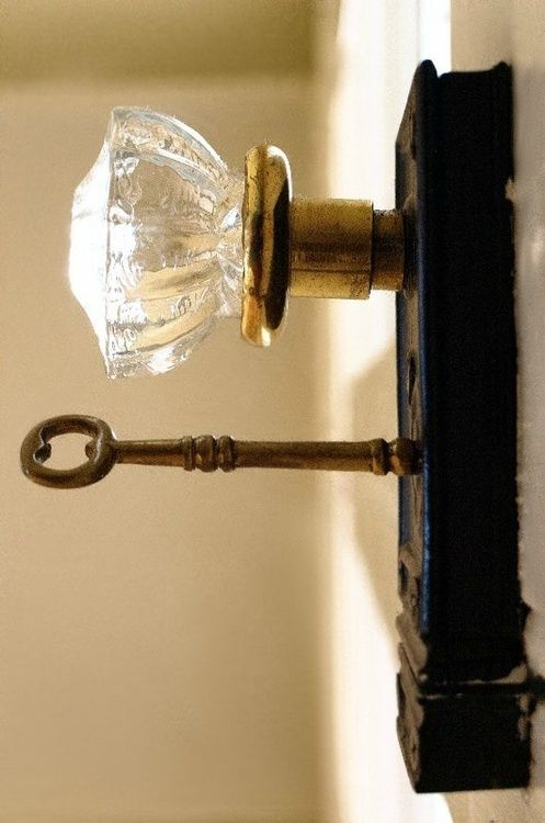 <3 Antique Glass Knob / With key in back plate, so Victorian.