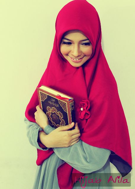 "hijab-wearitright:  True hijab. And she looks so beautiful on her hijab. Subhanallah "")"