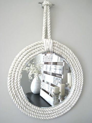 DIY craft white rope mirrors for Coastal decor Beach House  +++ Manualidad marco de espejo hecho con cuerda pintada de blanco Decoracion nautica para casa apartamento en la playa Facil rapida barata elegante sencilla - via Completely