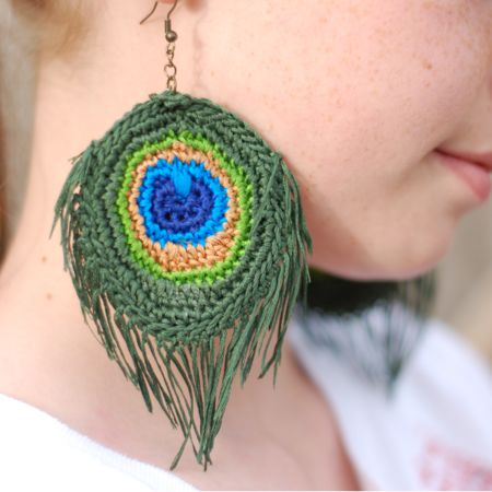 Crocheted Peacock Feather Earrings - free pattern! These are amazing for peacock feather lovers!