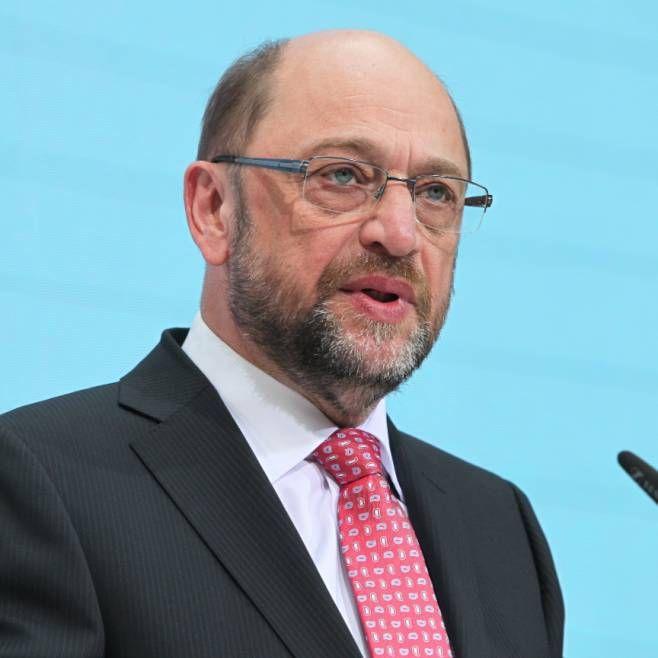 Martin Schulz http://www.bild.de/politik/inland/martin-schulz/emnid-umfrage-union-zieht-an-spd-vorbei-50710060.bild.html