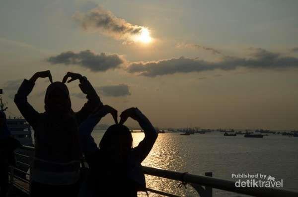 Berburu Sunset Di Surabaya North Quay - http://darwinchai.com/traveling/berburu-sunset-di-surabaya-north-quay/