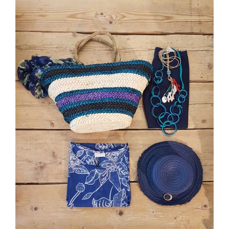 Let's go to the beach 🌊🌞 #beachstyle #beachlovers #bag #stripes #blue #pants #kaftan #hat #bluemarine #pink #bag #accessories #necklace #styleoftheday #beelegant #casualchic #newcollection #ss17 #indaco #fashion #bojuà