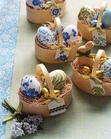 Easter eggs: Paper Napkins, Decor Ideas, Easter Table, Easter Crafts, Martha Stewart, Easter Eggs, Easter Baskets, Eggs Decor, Easter Ideas